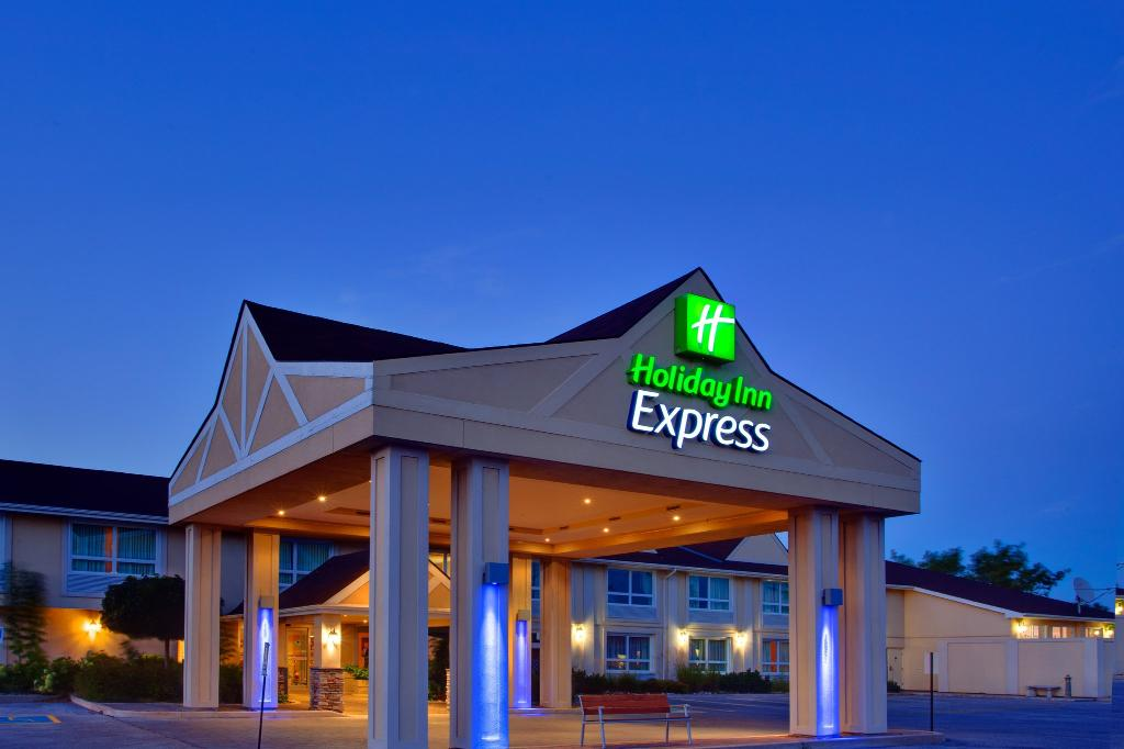 ‪Holiday Inn Express Hotel & Suites Collingwood - Blue Mountain‬