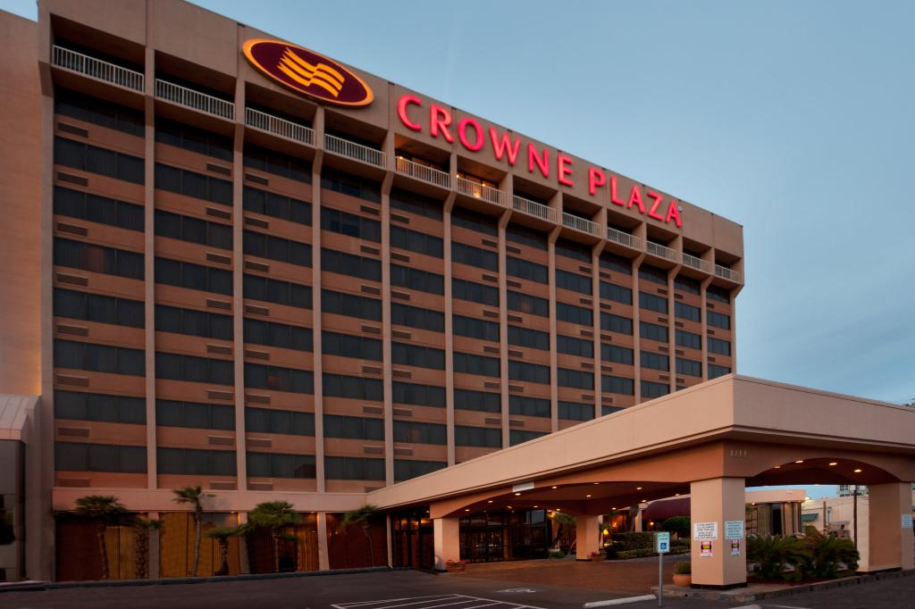 Crowne Plaza Airport