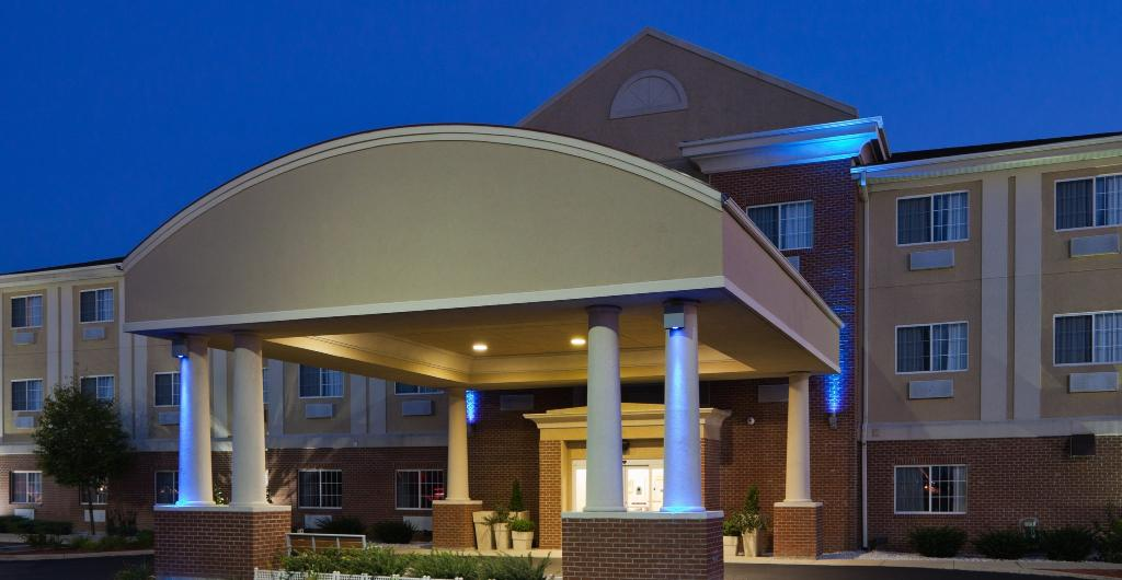 Holiday Inn Express Hotel & Suites Defiance