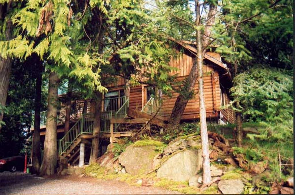 Gnome's Hollow Bed and Breakfast