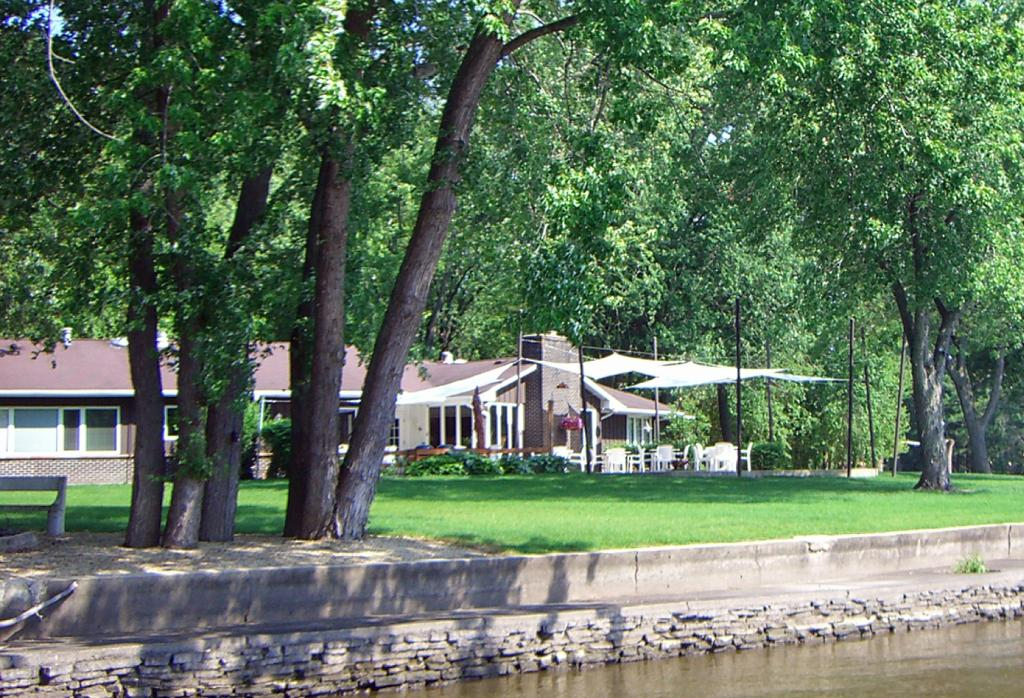River House Bed and Breakfast Getaway Retreat