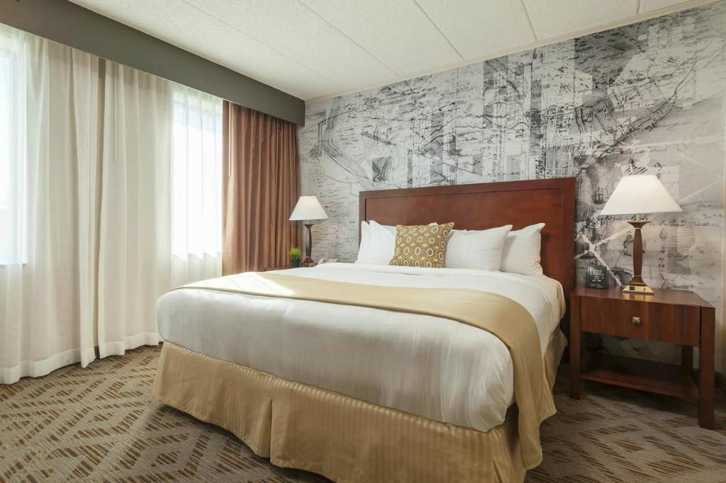 DoubleTree Suites by Hilton Hotel Philadelphia West