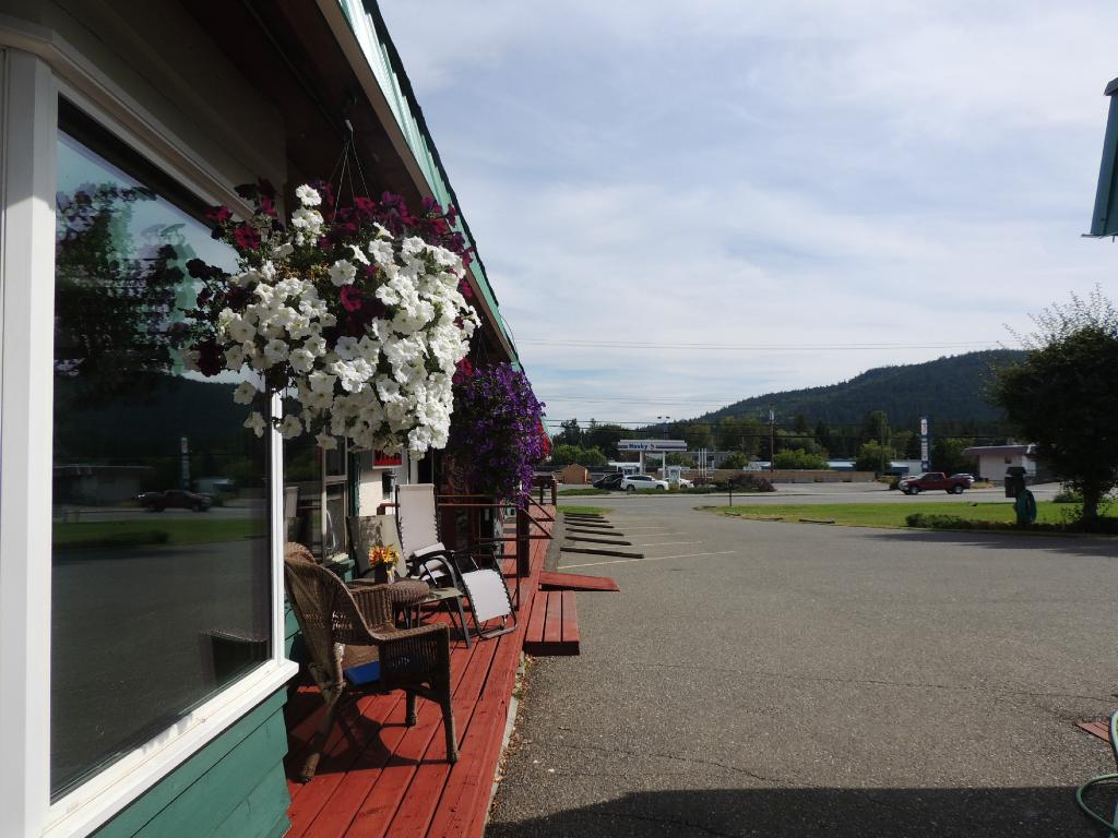 100 Mile Motel and RV Park