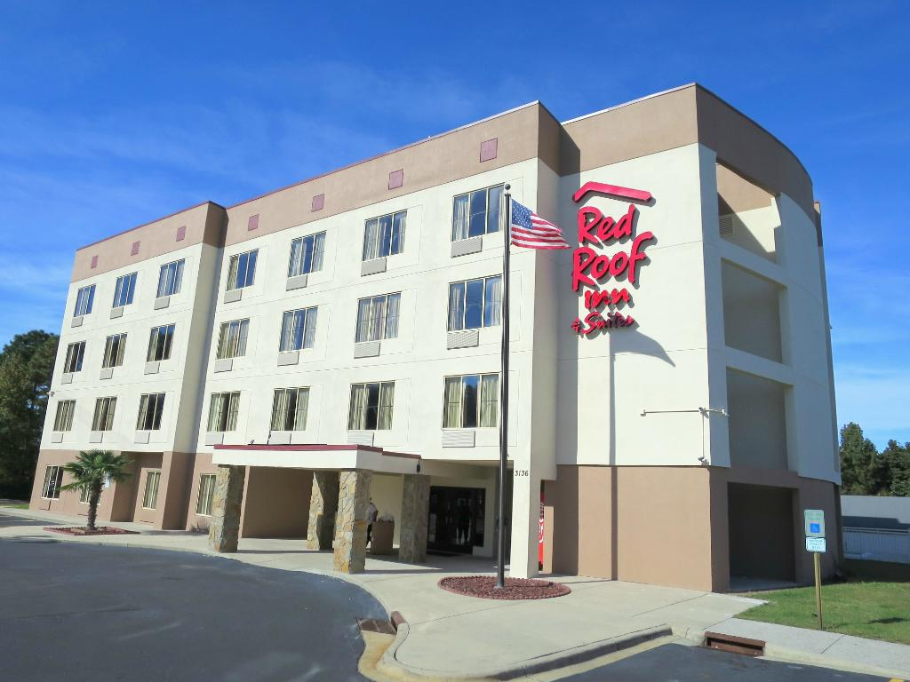 Red Roof Inn & Suites Fayetteville-Fort Bragg