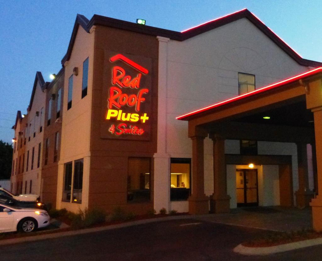 Red Roof PLUS+ & Suites Chattanooga - Downtown