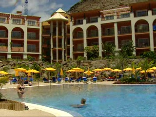 Puerto de Mogan, Spanien: Thomson.co.uk video of the Cordial Mogan Playa in Puerto Mogan, Gran Canaria