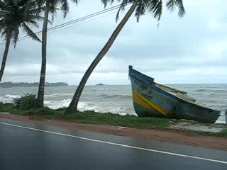 ‪جالي, سريلانكا: Galle coast road - post tsunami‬