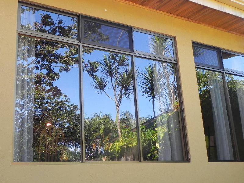 Very large windows with magnificent mountain views