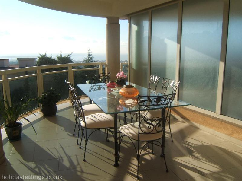 outdoor dining on balcony