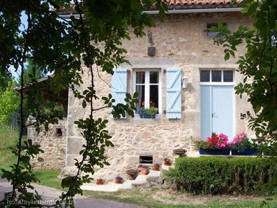 La Noix is a pretty, detached gite with traditional blue shutters and door