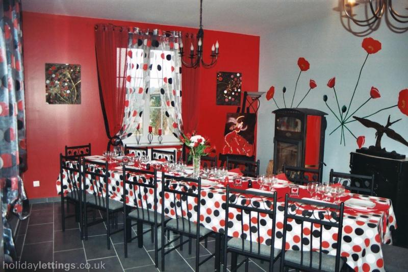 Friendly, dining room decorated table and matching dishes.