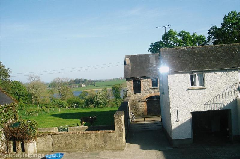 The Granary Suite at Dromard, Free parking, Free WiFi...