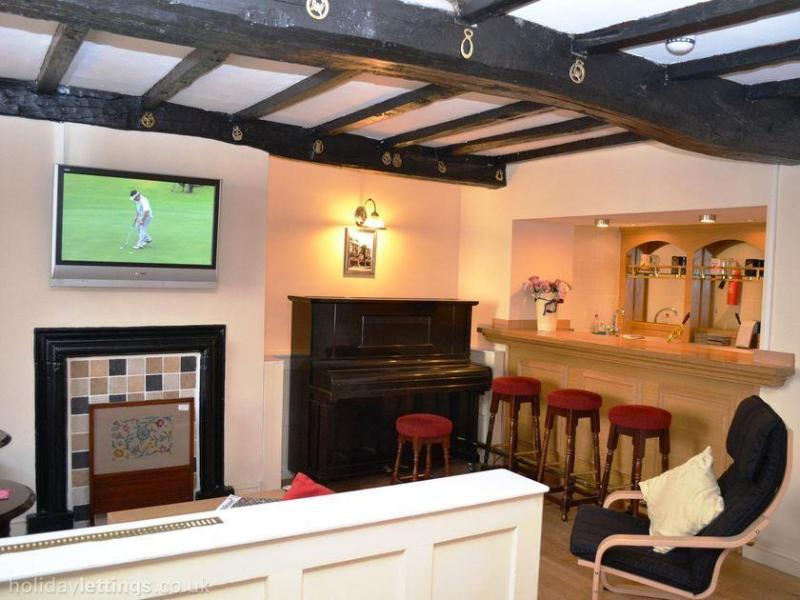 Relax in the bar. Stock the fridge. Light the fire. Wall mounted TV, piano and CD/MP3 player