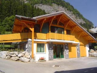 NEAR MORZINE CENTER, INDIVIDUAL CHALET LE R'BIOLON