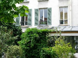 Holiday rental close to the Metro Garibaldi and the Fleamarket / Antiquemarket