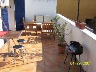 1 Bedroom home with a large terrace 1/2 yard from the beach in the south of Marseilles