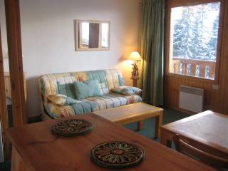 MERIBEL MOTTARET APPT 5 PEOPLE WITH PANORAMIC MOUNTAIN VIEWS, at the foot of the ski runs