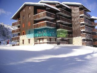 "Meribel Mottaret ""Le Hameau"" 1800m - Ski Studio (or for dormhouses, depending on the kind of vacation you want!) at the foot of the slopes. All Mod Cons 4Pers. from £119/sem. Visit our ENGLISH Website."