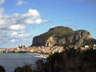 Cefalù a holiday between sea and culture