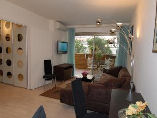 Heart of Cannes, nice flat with terrasse, near the Palais des Festivals and beaches