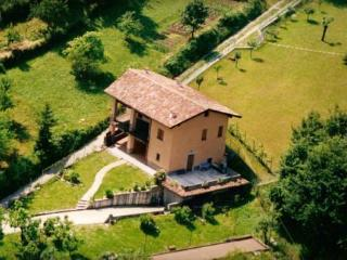 "Villa ""Le Fontanelle"": a lovely lake view from the hill of Franciacorta"