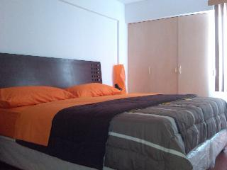 Miraflores  King size bed  apartment wi-fi