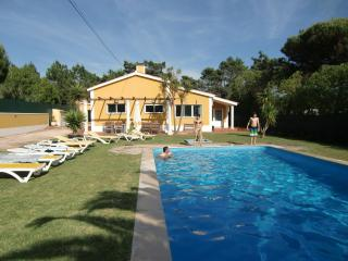 Casa Contana, Holiday Villa Rental with Private Pool near beach and Golf, Lisbon Coast,