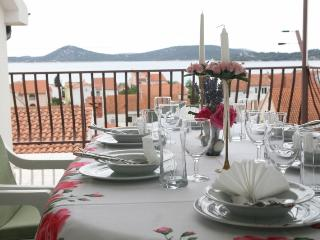 Beautiful apartment for 4 with best view in Vodice