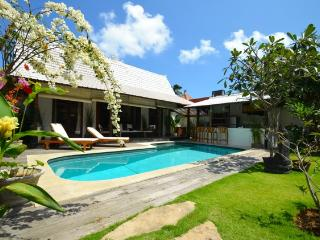 Beautiful 2 bedrooms villa at the edge of Seminyak