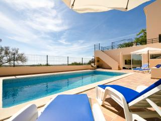 4 Bed Villa with pool, BBQ and sea views