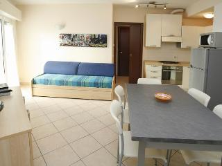 Apartment near the beach for long and short stays; 300m from the Congress Centre