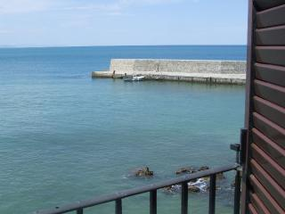 APARTMENT IN LAVATOIO AL MARE next to the sea