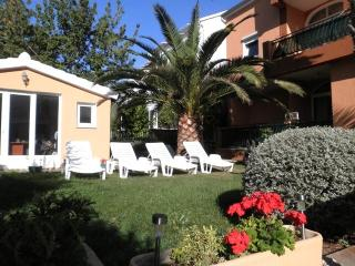 Beautiful apartment No4 in villa - 100m from beach