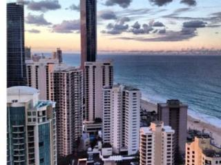 Q1 Level 33 Stunning Ocean Views