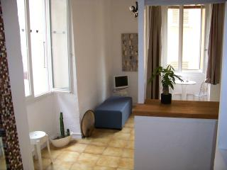 Apartment to rent in the old town of Nice on the French Riviera