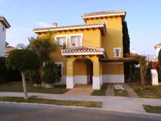 Detached 3 bedroom villa with private pool - 14