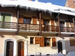 A MONTGENEVRE (HIGH ALPS) floor APARTMENT HOUSE LOCATED IN THE CENTRE OF THE VILLAGE 50 M SKIING AND SHOPS