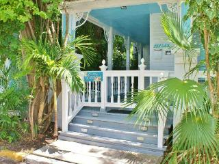 2 Bedroom conch cottage in historic Old Town