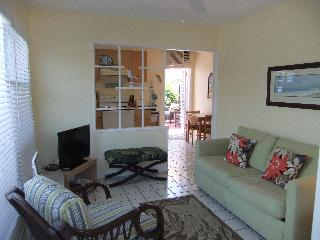 Ebb Tide Villa #1 w Patio! 3 min walk to beach!