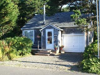 Cozy Beach Cottage for Two Couples to Share - Close to Beach and Town!