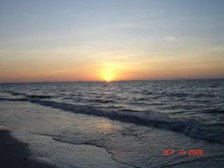 Beautiful 2 bedroom beach condo on Sanibel Island