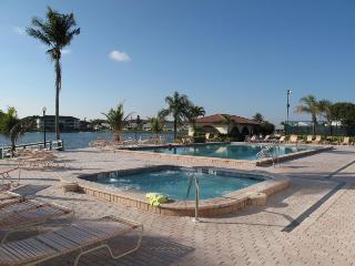 Cinnamon Cove in Fort Myers, 2BR/2BA Condo