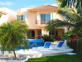 Villa Esencia - Yacht Charter &amp; Golf Cart Included