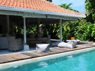 Superb 3bedrooms villa with pool, Sanur Beach walk