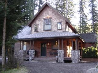 Snowline Cabin #15 this large cabin with a hot tub is as close as you can stay to Mt Baker skiing and hiking.