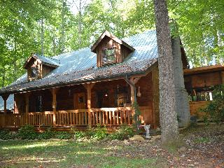 Beautiful hand-hewed log cabin on edge of Smokies
