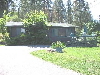 Okanagan Lake Log Cottage