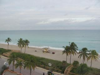 Awesome Oceanfront Studio - Hollywood Beach Resort