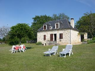 Rent holiday cottage of character, near Sarlat, in the center of Périgord-Quercy.