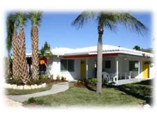 Orange Blossom Cottage-Two Heated Pools